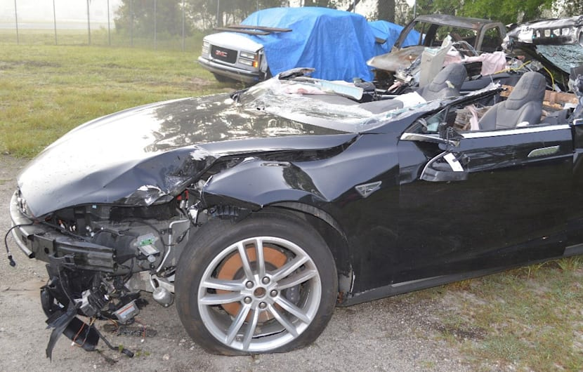 The Tesla Model S following its recovery from the crash scene near Williston, Florida.  (Photo by Florida Highway Patrol investigators)