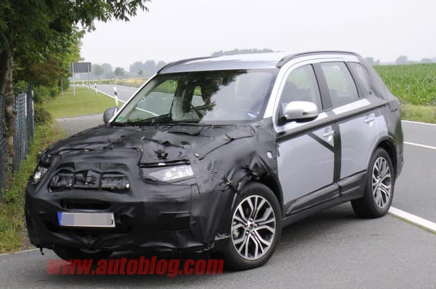 Mitsubishi-Outlander-Refresh-Spy-Shots-0