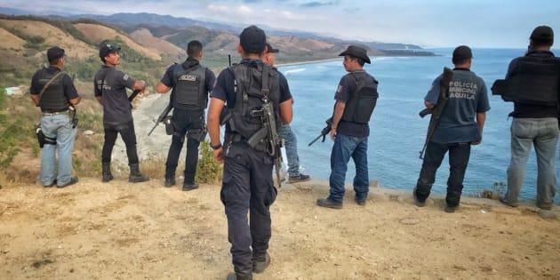 Reportan la desaparición de 5 policías en Aquila, Michoacán