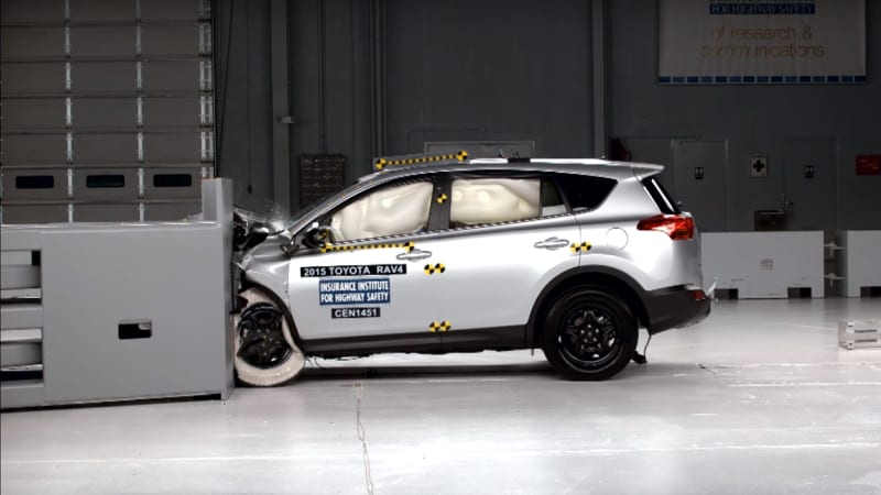 IIHS: Drivers safer than passengers in frontal crash test