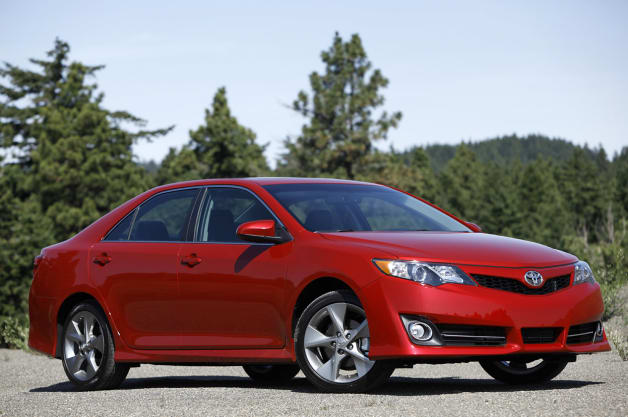 toyota camry re earns cr 39 recommended 39 rating following crash tests. Black Bedroom Furniture Sets. Home Design Ideas