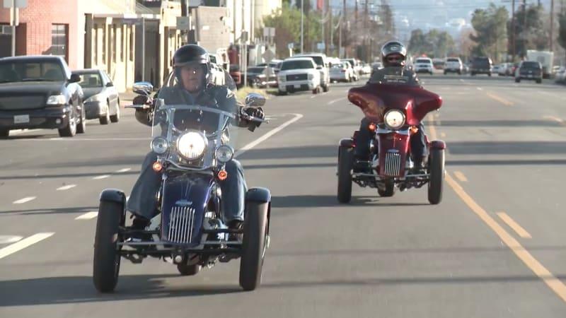 Watch jay leno ride a tilting harley davidson trike autoblog for Tilting motor works dealers