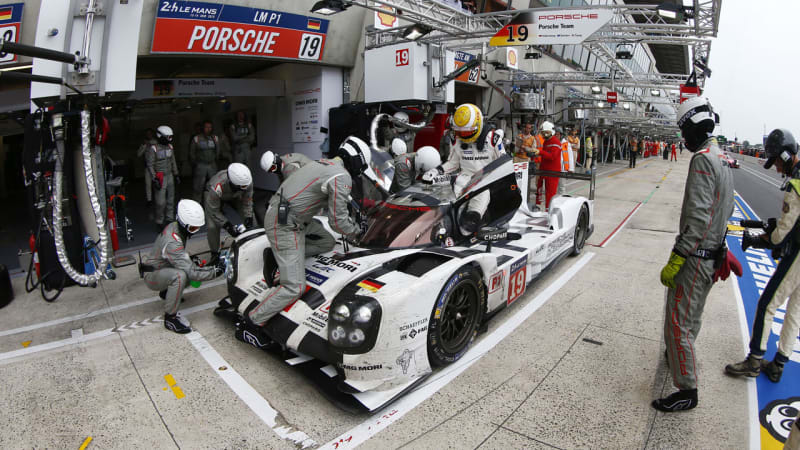 porsche 919 hybrid used 500 gallons of fuel to win le mans autoblog. Black Bedroom Furniture Sets. Home Design Ideas