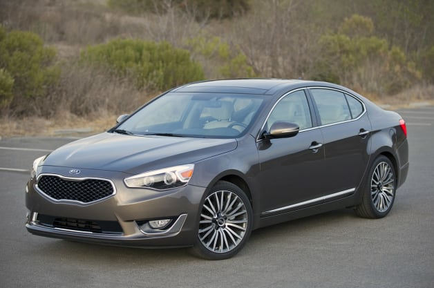 kia recalls 2014 cadenza over wheel fractures. Black Bedroom Furniture Sets. Home Design Ideas