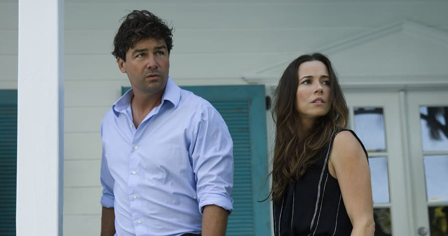 Kyle Chandler (John Rayburn) and Linda Cardellini (Meg Rayburn) in the Netflix Original Series BLOODLINE. Photo Credit: Saeed Adyani © 2014 Netflix, Inc. All Rights Reserved.