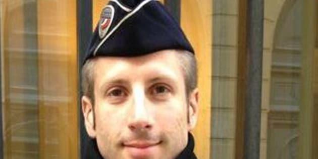 Parigi, chi era il poliziotto ucciso
