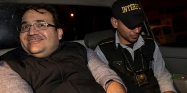 La sonrisa de Javier Duarte que levanta sospechas sobre su persecución