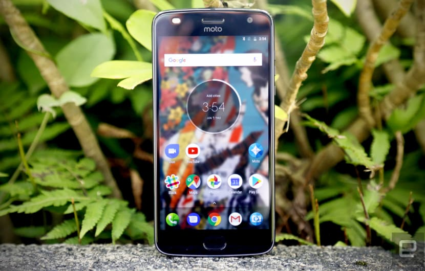 Moto Z2 Play ab August im Handel