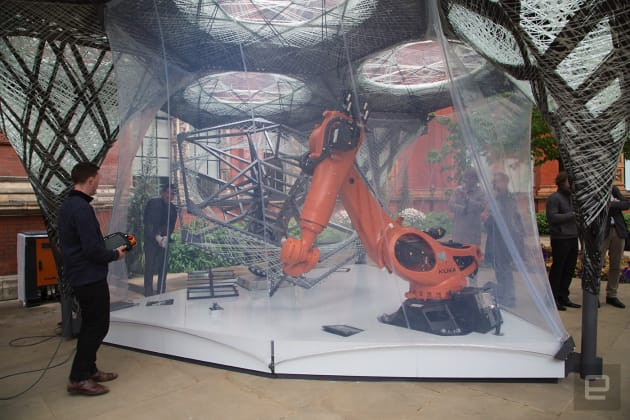 The robot-made shelter that adapts to human movement