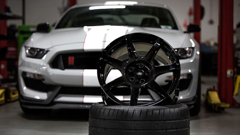 Shelby GT350R offers first mass-produced carbon fiber wheels
