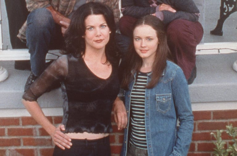 "370100 07: The cast from Warner Bros. TV series ""The Gilmore Girls."" (Photo by Warner Bros./Delivered by Online USA)"