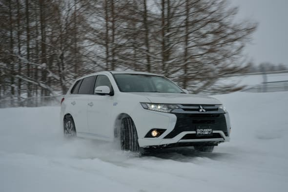 MITSUBISHI SNOW OUTLANDER PHEV