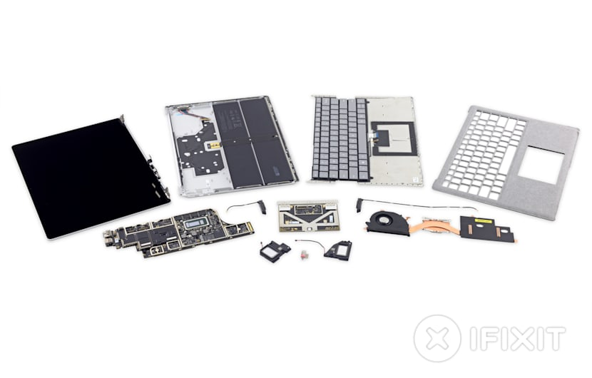 Microsoft Surface Laptop im iFixIt-Teardown