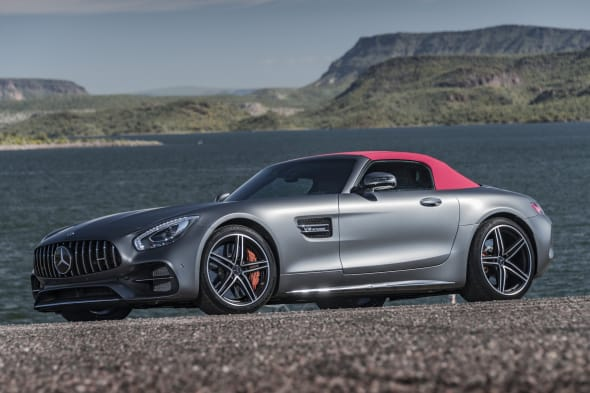AMG GT C Roadster designo selenit grey magno                          Exclusive Nappa leather/DINAMICA microfibre black/red topstitchingAMG GT C Roadster designo selenitgrau magno   Leder Exclusiv Nappa/Microfaser DINAMICA  schwarz/rote ZiernähteKraftstoffverbrauch kombiniert: 11,4 l/100 kmCO2-Emissionen kombiniert: 259 g/kmFuel consumption combined: 11.4 l/100 kmCombined CO2 emissions: 259 g/km