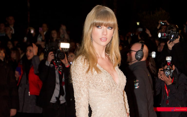 5 Best GIFs of Taylor Swift Dancing