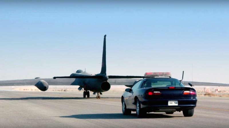 The U 2 Spy Plane Needs High Performance Cars To Help Land