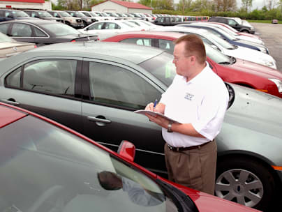 Sales manager Mike Halcomb at Inskeeps Ford Mercury checks i