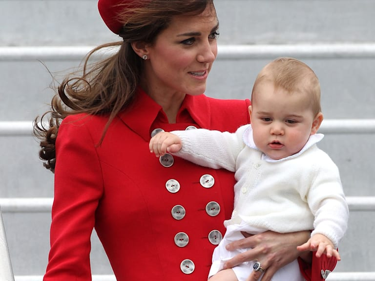 The 5 best GIFs of Prince George from his royal tour
