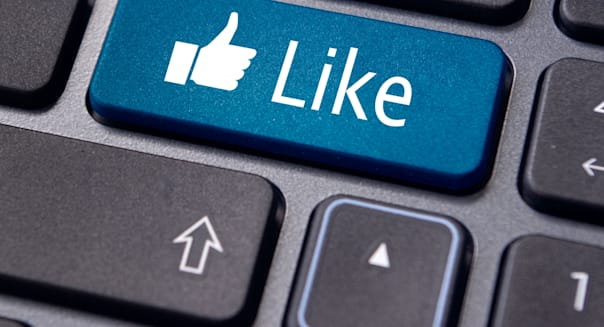 CP0D1G A like message on enter keyboard for social media concepts.  social; media; network; like; online; seo; internet; network