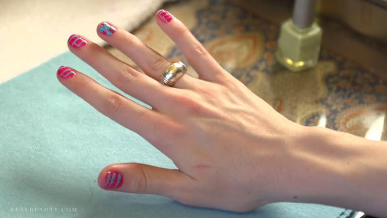 Spring trends: How to do a checkboard manicure