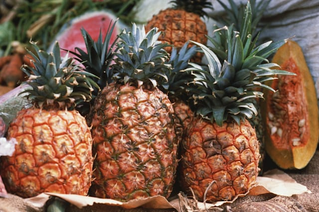 |color|horizontal|exterior|center|food|pineapple|freshness|agriculture|fruit|tropical|yellow|green|orange|brown|pink|V19|Resourc