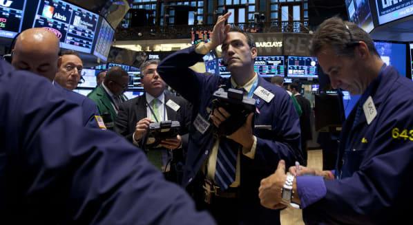 new york stock exchange traders earnings season investing
