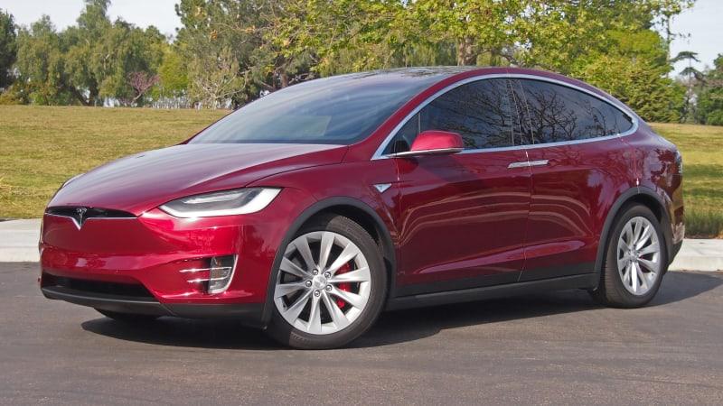 Tesla introduces model x 60d for 74 000 update autoblog for Tesla model x porte