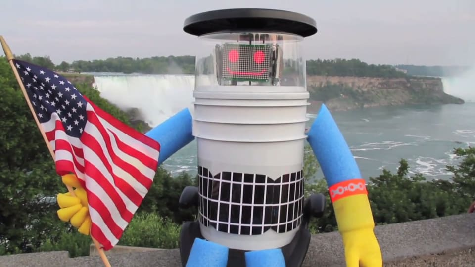 Hitchbot at Niagara Falls