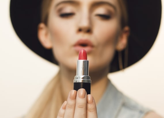 The actual way to put on red and nude lipstick