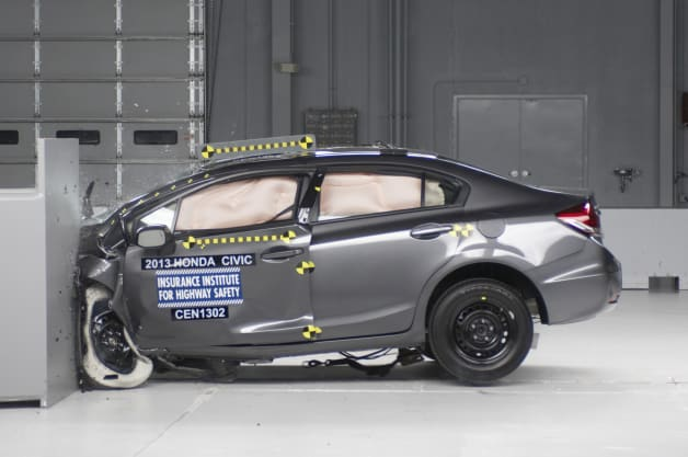 2013 Honda Civic Sedan IIHS crash test