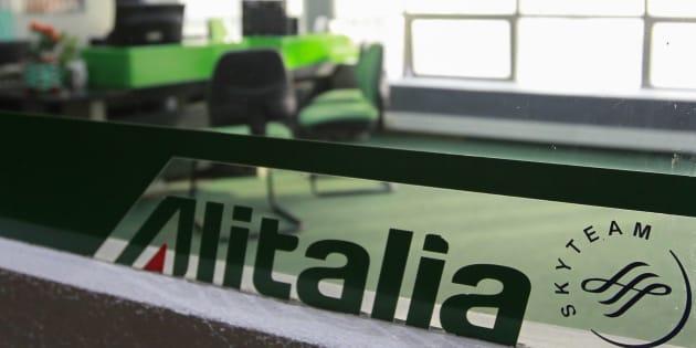 Alitalia: M5s, referendum di liberazione