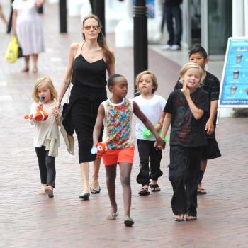 Angelina Jolie Takes Her Children To Visit Sydney Aquarium