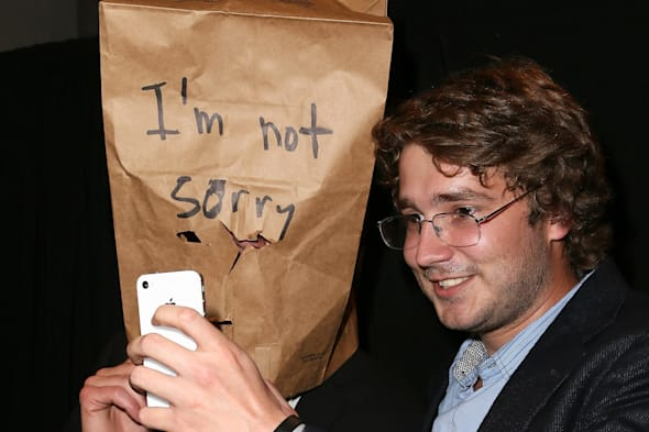 Jerry O'Connell's Spoof Installation Imitating Shia LaBeouf's #IAmSorry Art Installation