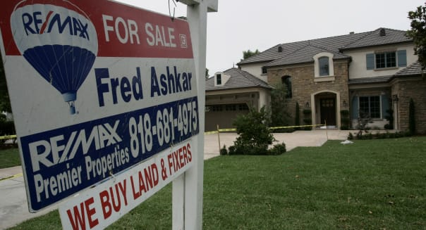 mortgage rates fall as home sales slip