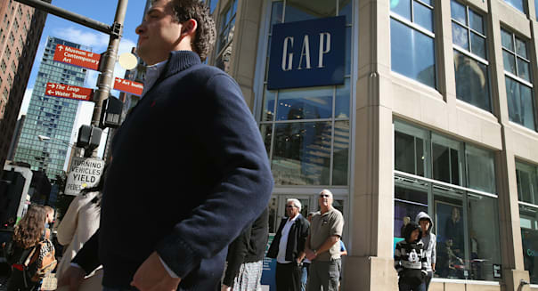 government shutdown threatens improved holiday retail sales