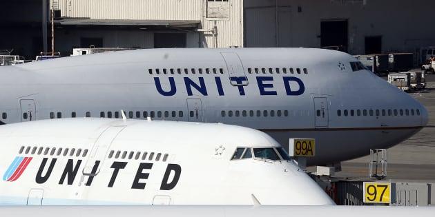 United Airlines bannit les leggings de ses avions, Twitter se déchaîne