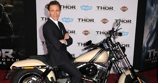tom hiddleston sing dance