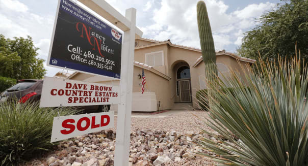 Mortgage Rates (In this Thursday, Aug. 22, 2013,  photo, an existing home is listed as sold,  in Gilbert, Ariz. Freddie Mac Thur
