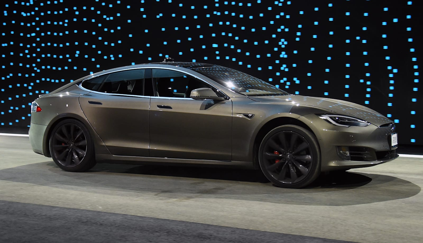Tesla revives automatic braking in response to lower review scores