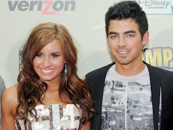 Demi Lovato and Joe Jonas fighting