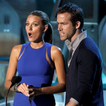 MTV Movie Awards Show (Blake Lively, left, and Ryan Reynolds presents the award for best kiss at the MTV Movie Awards on Sunday,