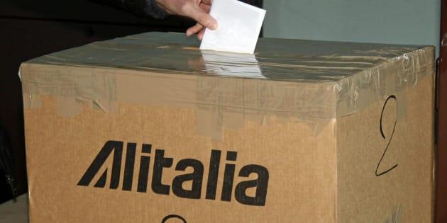 Alitalia, verso il commissariamento con prestito ponte poi la vendita