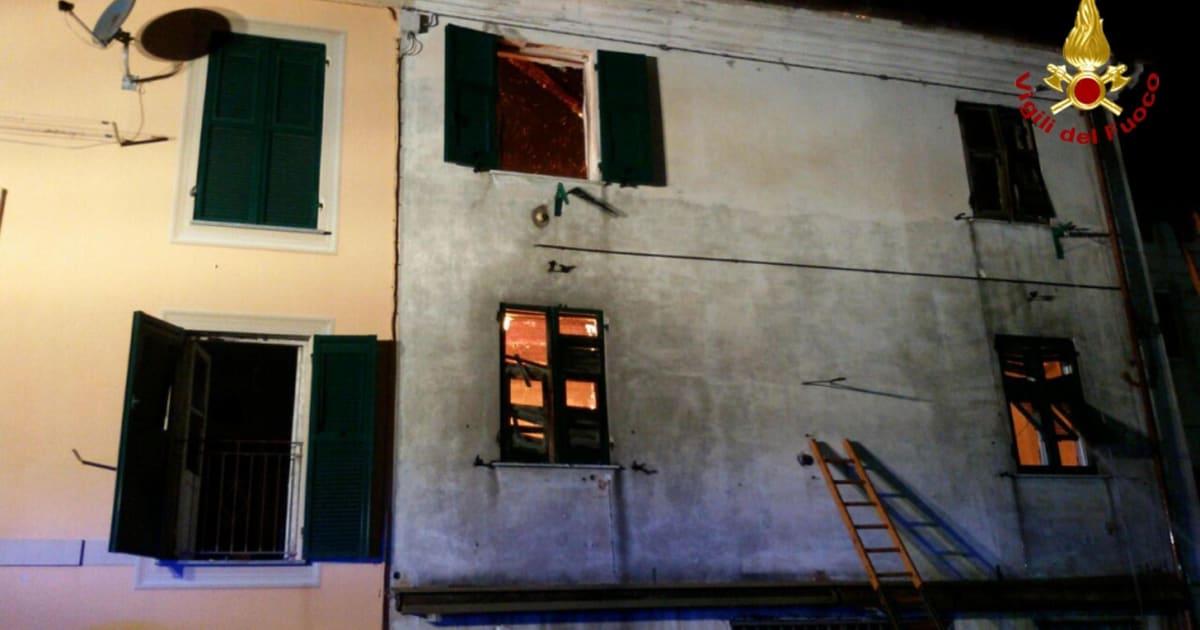 Famiglia intrappolata da un rogo a genova si butta dalla - Si butta dalla finestra milano ...