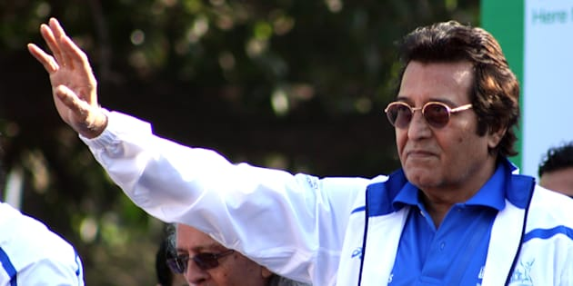 Rishi Kapoor furious at B-town actors for missing Vinod Khannas funeral