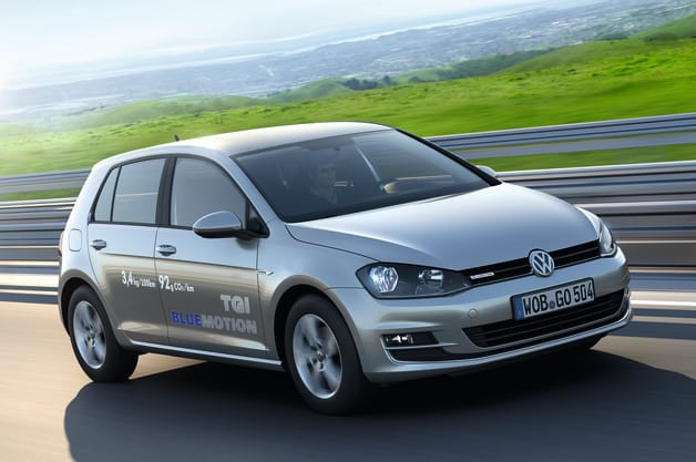 2014 Volkswagen Golf TGI BlueMotion front three-quarter action