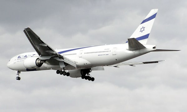 El Al Boeing 777-200 (4X-ECD) landing at Heathrow Airport, London.
