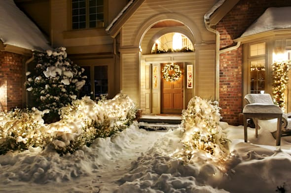outside christmas lights line...