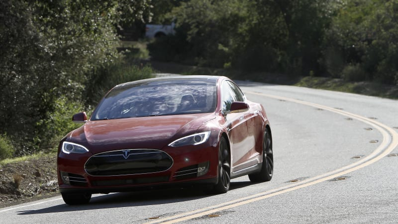 Tesla will pay for repairs after owner uses his Model S to save another driver's life