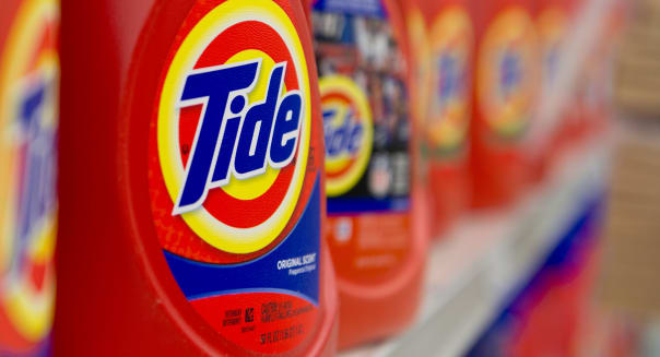 Procter & Gamble 2Q profit falls, tops estimates