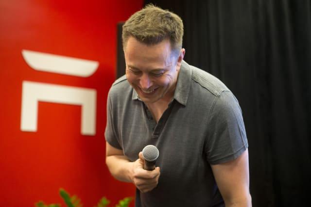 Elon Musk anuncia la web X.COM y nadie sabe para qué demonios sirve